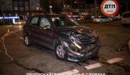 В Киеве возле ТЦ «Гуливер» произошло пьяное ДТП: Volkswagen протаранил Citroen. 19.05.2018