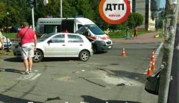 ДТП в Киеве на Ополчения/Смелянской: Ауди протаранил Шкоду. ФОТО
