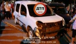 Пьяное? ДТП под Киевом в Броварах: цигане на Мерседесе разбили припаркованные авто. Пострадал ребенок. ФОТО