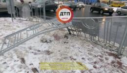 ДТП в Киеве: развалил забор и скрылся... 12.12.2017