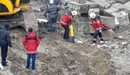 Жесть в Киеве на Фрунзе: на стройке произошел обвал, бетонными блоками завалило рабочего. Мужчина погиб. 12.02.2018