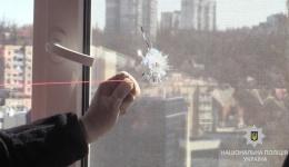 У Києві поліція затримала чоловіка, який стріляв по вікнам будинків. 09.04.2018