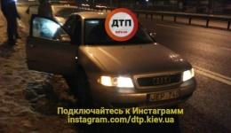 Киев Проспект победы 41, корд остановил автомобиль Ауди на латвийской регистрации за странное поведение на дороге. 11.02.2018