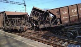 Масштабна аварія на залізниці: на Львівщині перекинулось близько 10 вантажних вагонів. 09.04.2018