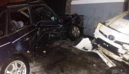 В Полтаве экипаж полицейских протаранил автомобиль правонарушителя, в результате чего тот получил телесные повреждения. 12.02.2018
