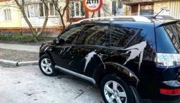 В Киеве на парковке парню весь автомобиль залили кислотой... 10.04.2018