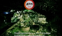 Смертельное дтп под Киевом: Subaru вылетел с дороги в дерево. Водитель погиб. 13.10.2017