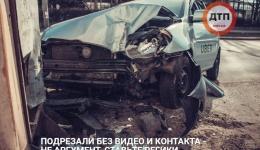 В Киеве таксист Uber влетел в билборд: пострадали два человека. 10.04.2018