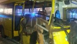Внаслідок зіткнення маршрутних автобусів у Києві тяжко травмовано двох осіб (ОНОВЛЕНО на 19:10). 16.02.2018
