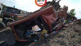 Смертельное ДТП под Киевом, на Одесской трассе: девушка вылетела из перевернувшейся Мазды. ФОТО
