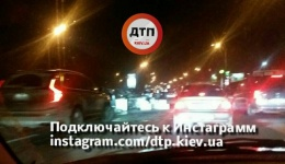 Серьезное ДТП с пострадавшими в Киеве на Надднепрянском шоссе, перед Дарницким мостом. 08.12.2017