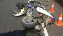 Мото ДТП в Киеве на Луначарского: мотоциклист врезался в авто. Есть пострадавшие. ФОТО