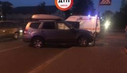 ДТП в Киеве на Межигорской/Оболонской: Фольксваген врезался в Киа с ребенком в салоне. Есть пострадавшие. ФОТО