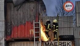 В Киеве горели биотуалеты и шины. 10.04.2018