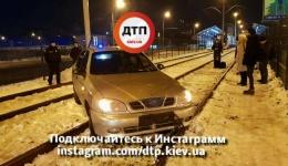 Фоторепортаж с места ДТП в Киеве на Индустриальном мосту. 12.12.2017