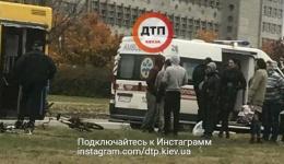 Вело ДТП с пострадавшими в Киеве на Троещине: сбит велосипедист. 14.10.2017