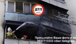 В Киеве на Дарнице в высотке вспыхнула квартира: огонь перекинулся на соседние балконы. 09.04.2018