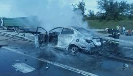Легковой автомобиль на скорости врезался в отбойник и загорелся. 18.05.2018
