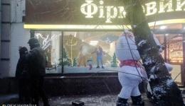 """В Киеве сторонники Саакашвили разбили витрину в магазине """"Рошен"""", возле СИЗО СБУ"""