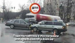 ДТП в Киеве на пересечении бульвара Перова и улицы Н. Кибальчича. 12.12.2017