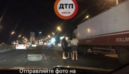 Масштабное мото ДТП в Киеве: 2 фуры и мотоцикл. Южный мост. ФОТО.